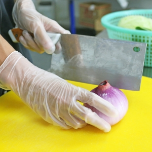 Vinyl gloves for kitchen cutting and washing